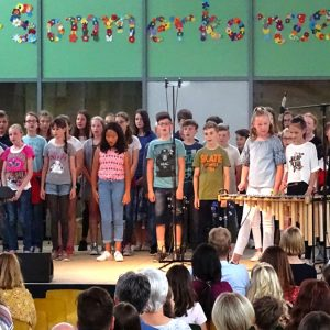 "Göttenbach-Gymnasium singt ""We Are The World"""
